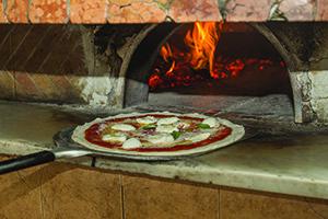 Utensilios para Horno de Pizza. Horno de pizzería.